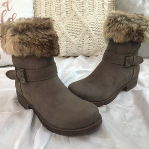 *BRAND NEW IN BOX NEVER WORN* Steve Madden Boots